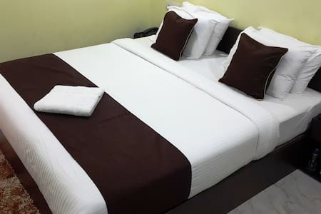 KEVINS : Deluxe Double Room