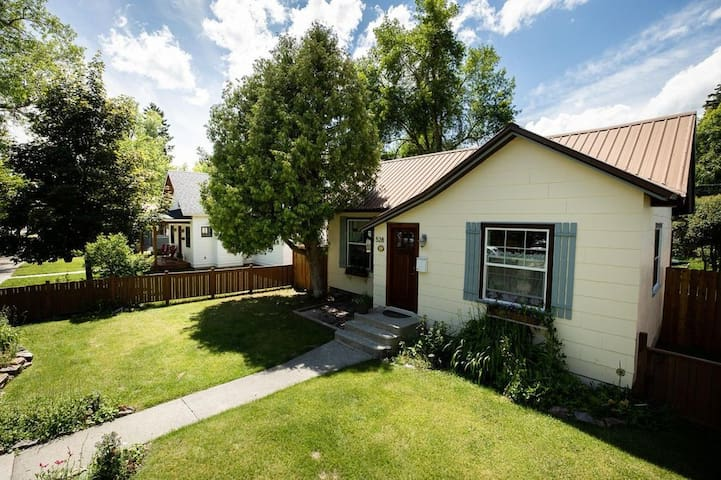 Charming Bungalow near DT WF and Hospital
