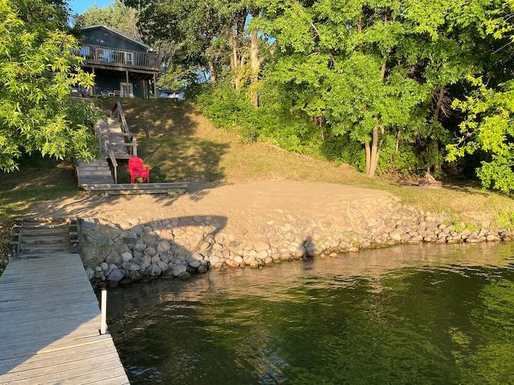 Beautiful Spacious Cabin on Leaf Lake, sleeps 16
