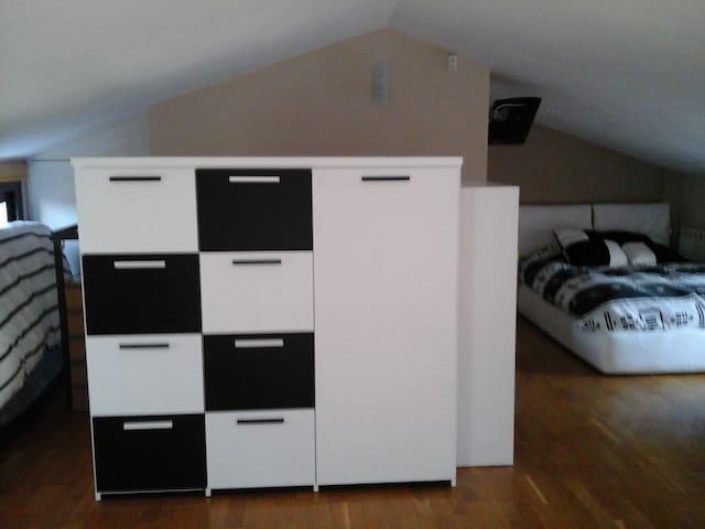 Alquilo habitación en buhardilla - Sabadell - Apartment