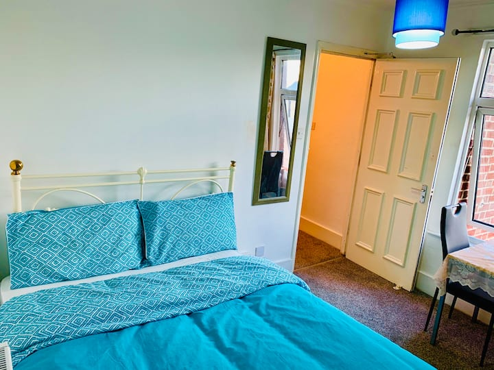 Comfortable room with a Double Bed off Mill Road