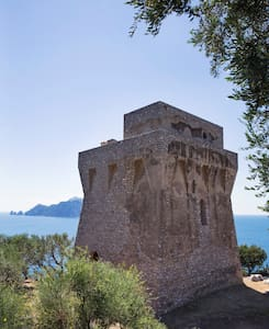 Amazing saracen tower Amalfi Coast w view on Capri - Termini