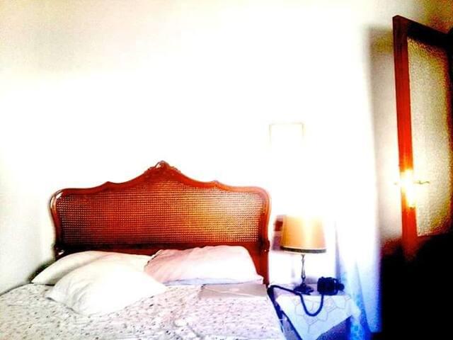 la habitación contigua (ver en otro anuncio)