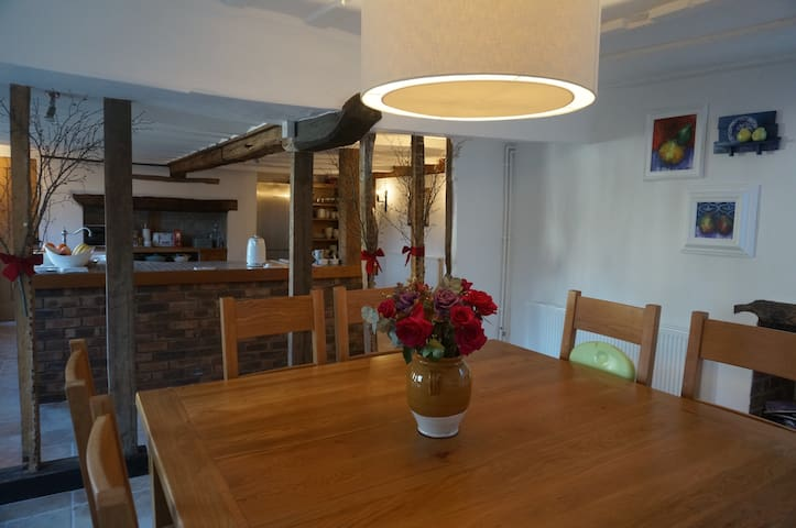 Lion House - Country Escape, Modern Comfort - Long Melford