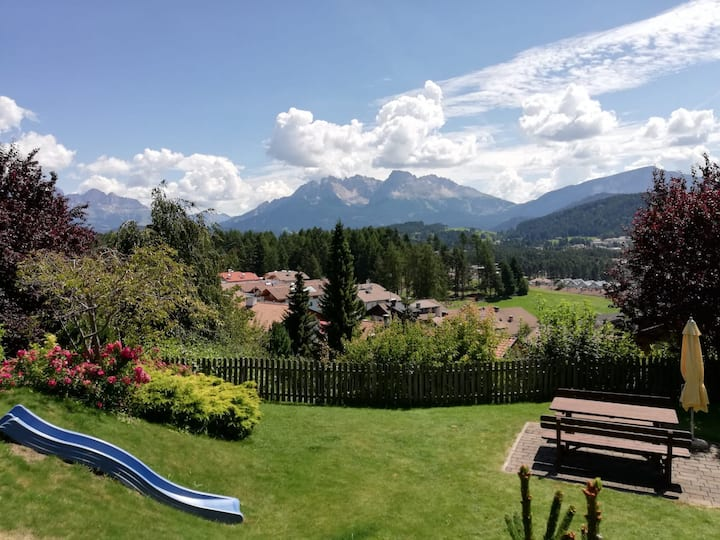 Cosy Apartment Rosengarten-Haus Schlossberg with Terrace & Mountain View; Parking Available, Pets Allowed