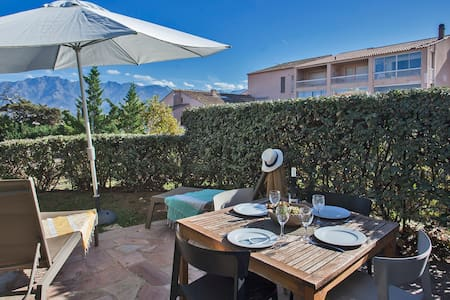 """""""Mare"""" with garden, beautiful sea view, calvi downtown, 500m from the beach"""