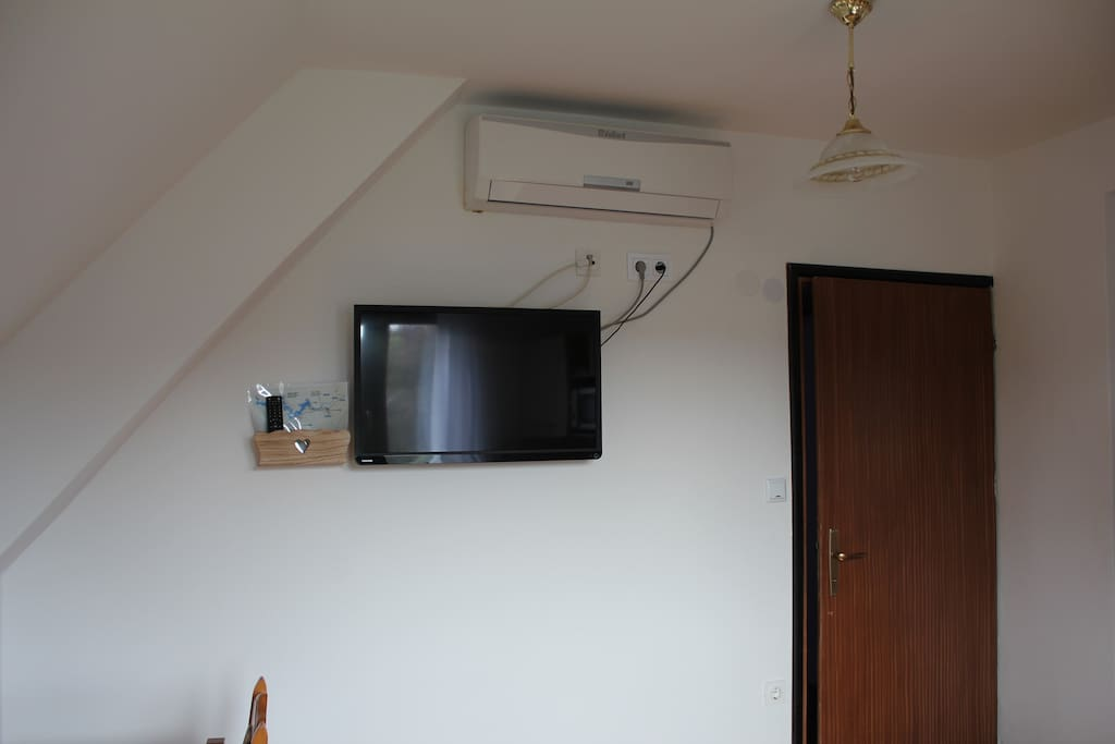 TV AND AC