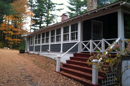 Whiteface Brookside Cottage - An Enchanting Escape - Casa