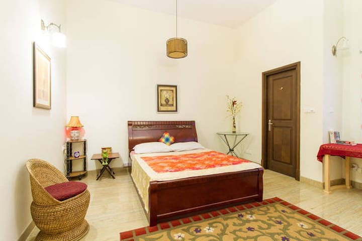 The Healing Garden Master Bedroom - Bengaluru - Apartment