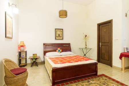 The Healing Garden Master Bedroom - Bangalore - Departamento