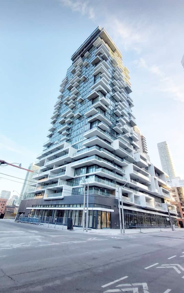 Modern Condo in Downtown Toronto
