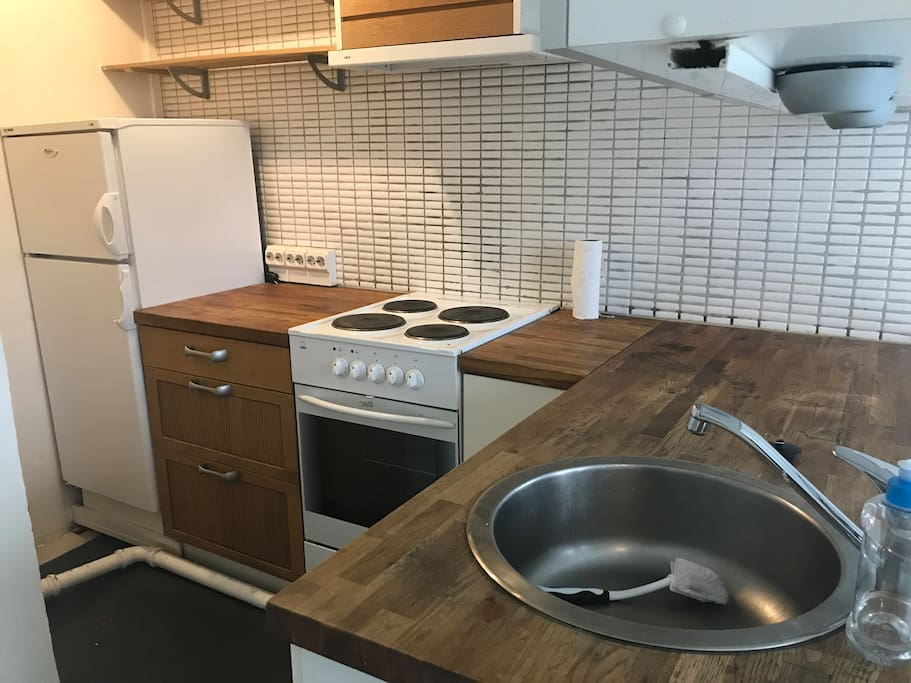 Fully equipped small kitchen