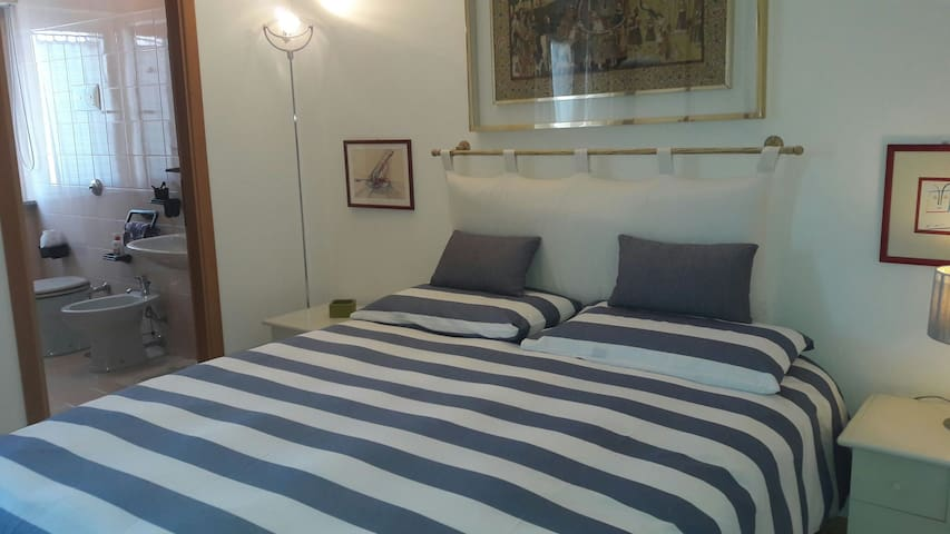 Homey Room, Great Location - Olbia - Apartamento