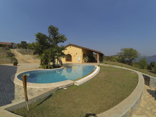 Muhazi Manor