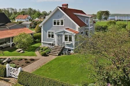 Sjönära hus med bra kommunikationer till Göteborg - Lerum - Dom