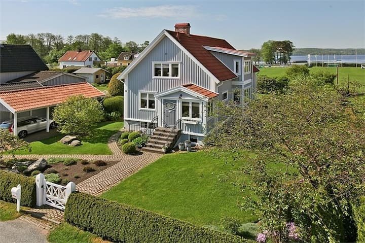 Sjönära hus med bra kommunikationer till Göteborg