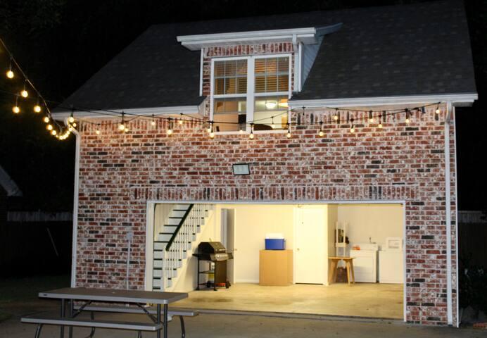 Quiet East Dallas Carriage House- Detached Garage!