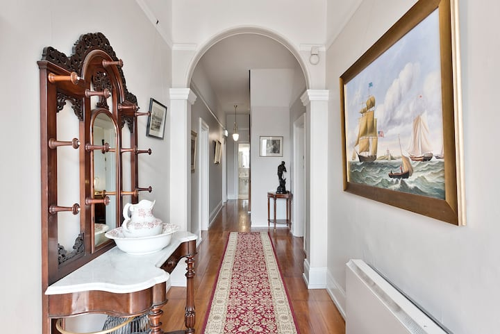 Hampden Manor - Luxury and space in Battery Point