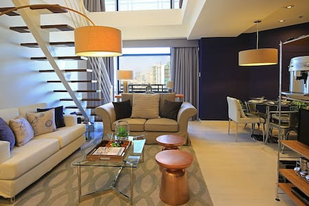 Luxuriously Elegant Gramercy Loft - Makati