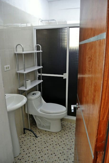 2 Bathrooms with hot shower