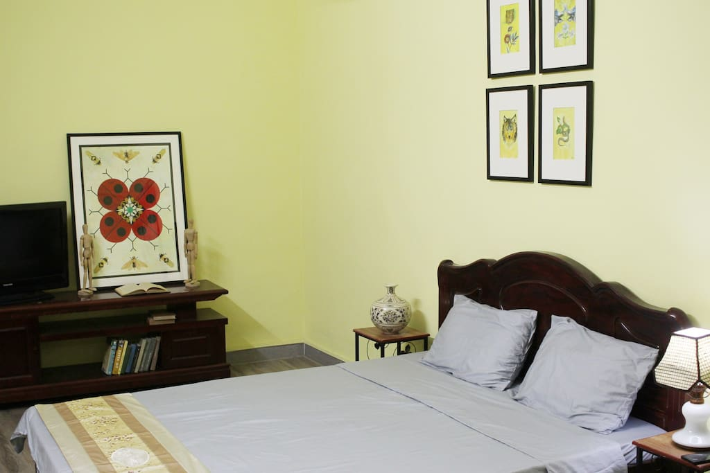 The main bedroom with a queen-size bed, TV, AC.