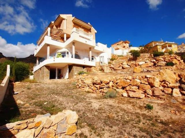 Villa with sea views in Bolnuevo