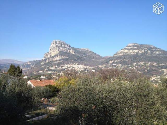 APPART ENTRE MER ET MONTAGNE - La Gaude - Huoneisto