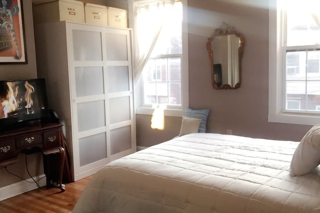 Comfy bed with 100% cotton sheets in spacious private room! Includes free bottle of wine! Room has a TV with Amazon Fire (also includes HBO and Showtime).