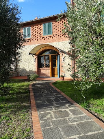 Beautiful Farmhouse in Tuscany - Chiesina Uzzanese