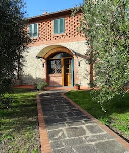 Beautiful Farmhouse in Tuscany - Chiesina Uzzanese - Talo
