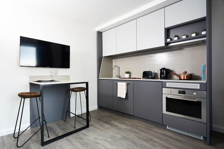 Student Only Property: Relaxing Accessible Room - LOS 12 months 10% off