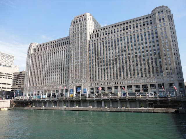 Merchandise Mart, Chicago is 5 minutes away(1.0 mile) from the property!