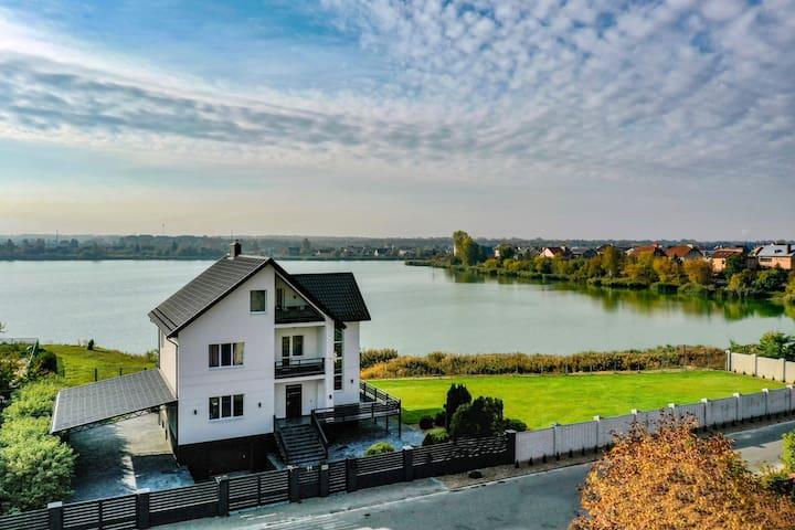 Villa Lake View Suite by Brestinlove