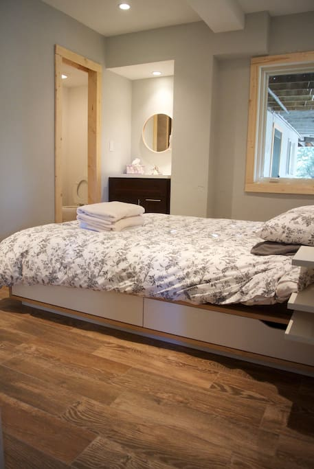 Master bedroom with en-suite bathroom