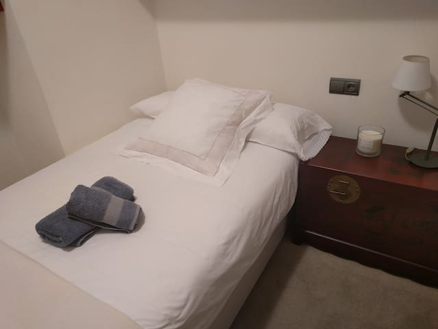 Comfortable room in the city center with WiFi