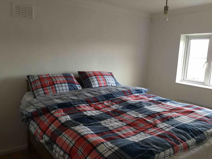 Cosy double bedroom in Yate ne'er chopping centre