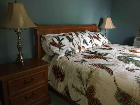 The Pine Bow Room, at SA-WA-QUATO INN