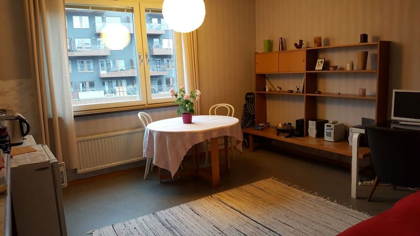Own apartment - 2 rooms next to shop&metro station - Solna