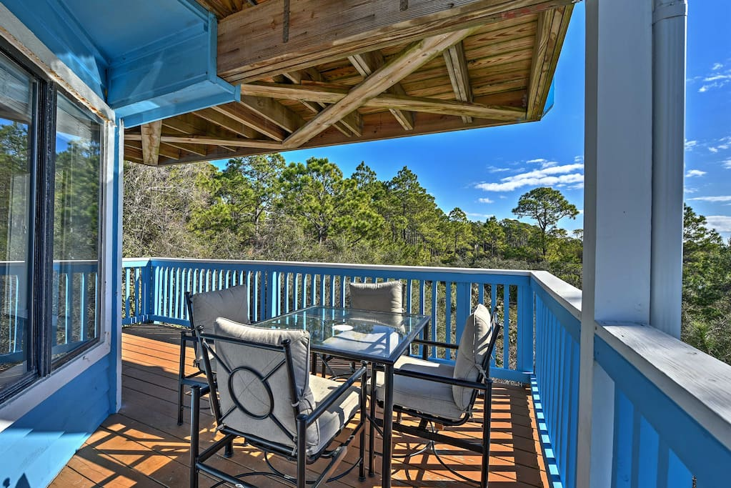 This Santa Rosa Beach unit boasts 2 bedrooms and 2 bathrooms.