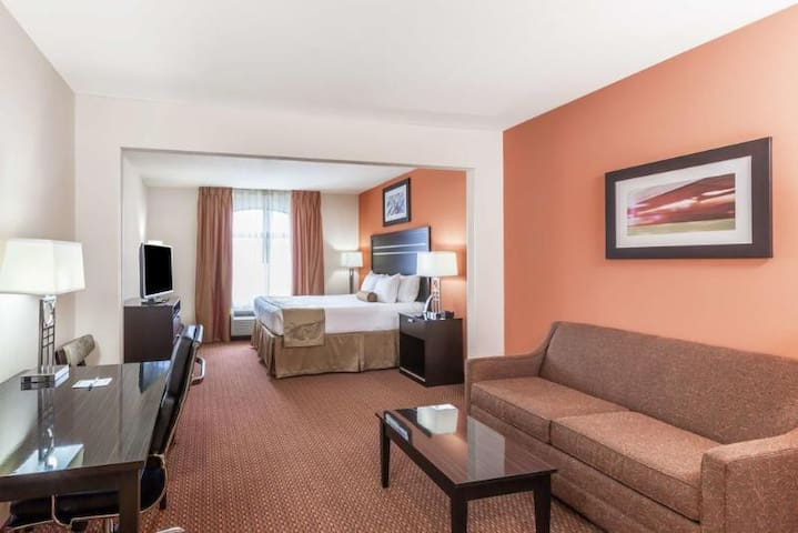 Available Double Bed At Downtown