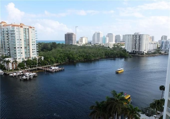 PANORAMIC OCEAN VIEWS-1BR FOR 4,STEPS TO THE BEACH