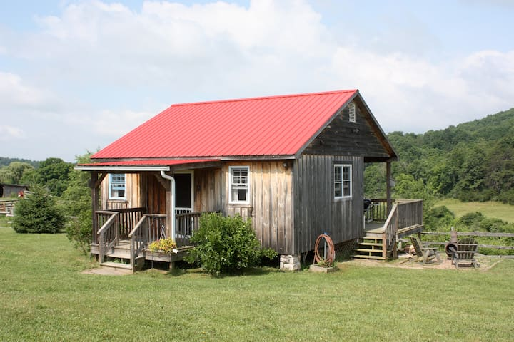 Turtle Brook Farm and Cabins - Warm Springs