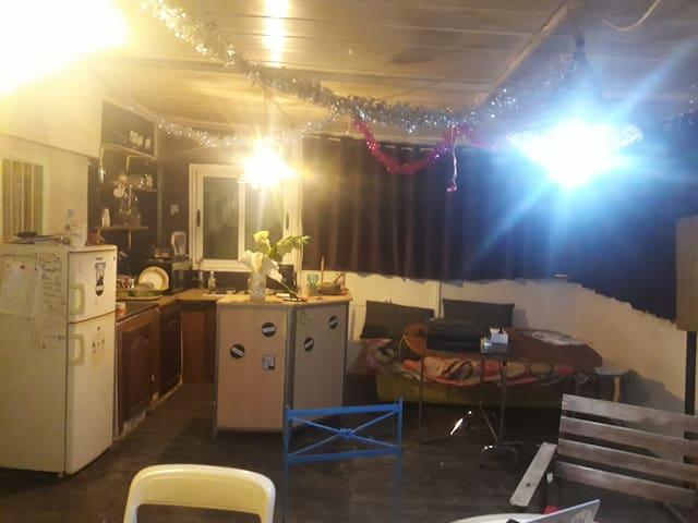 studio richement meublé