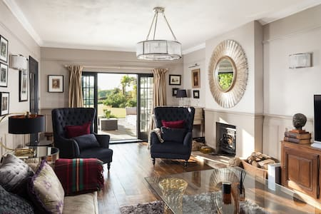 Sleeps 10 -Ideal for family parties