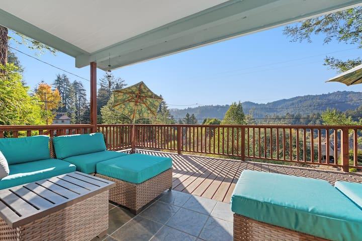 Hillside home near downtown w/ private hot tub & amazing deck views!
