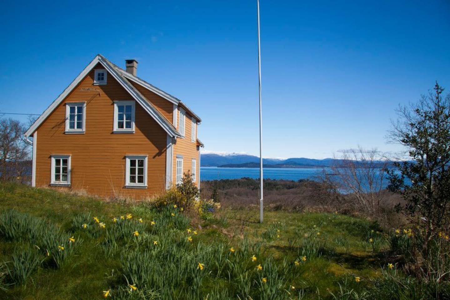 The house was built in 1937 and is very nicely located with view towards the Hardanger fjord.