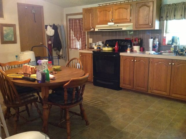2 bdrm suites, one bdrm queen size/full, privacy - West Terre Haute - Appartement