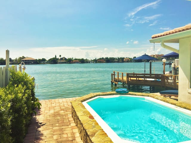 Brand New Waterfront Paradise . Steps to Beach - Saint Pete Beach - Ev