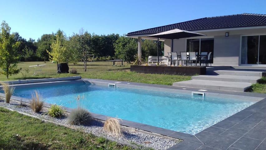 Villa contemporaine 6 couchages piscine privée