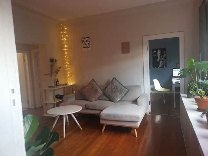 Room valuable in 2 bedroom flat with garden